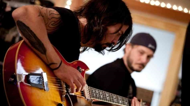 Grohl assembles many of the artists who recorded at Sound City, to recapture the sound and vibe of the famed studio.